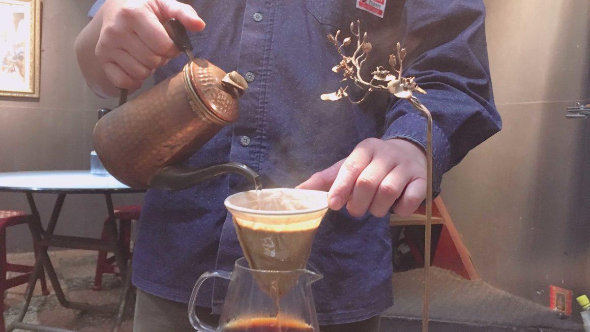 台中-忠信市場的奉咖啡|我在菜市場裡文青的喝咖啡