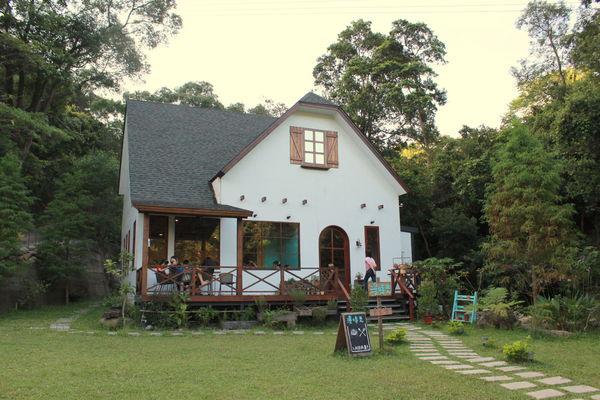 【下午茶】苗栗 ─ 鄉村風格X 三義舊山線鐵道旁的『漫時光咖啡』