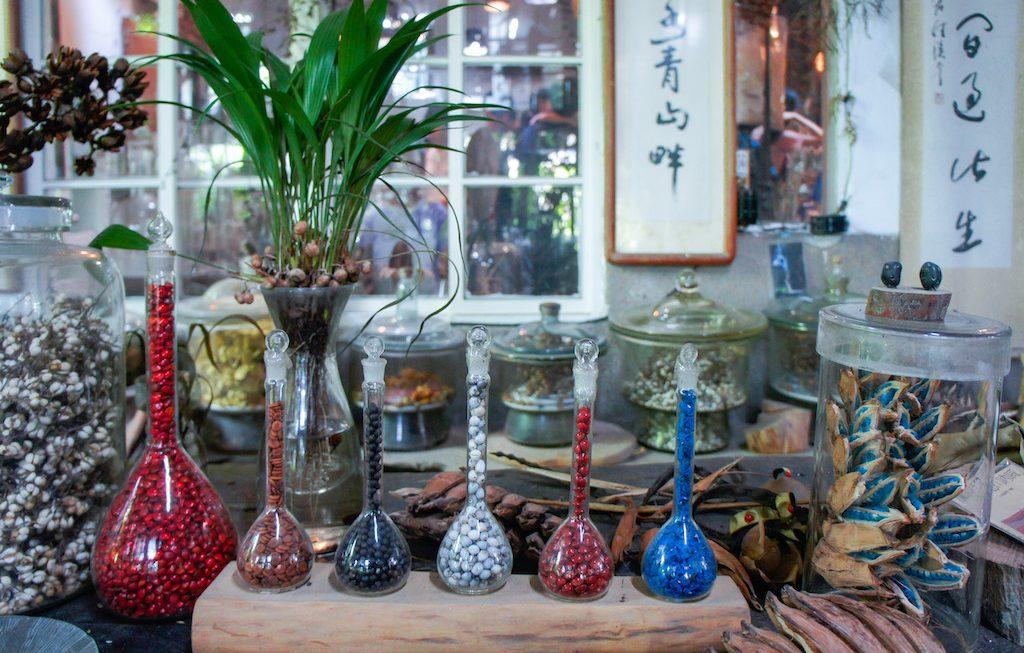 卡蘿的背包旅行-Carol_Chu-色彩繽紛的種籽是千畦種籽舘最美裝飾